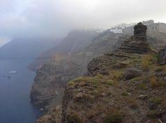 Το μοναδικό τοπίο της Σαντορίνης κόβει την ανάσα και επιβάλει την επίσκεψη στο νησί!